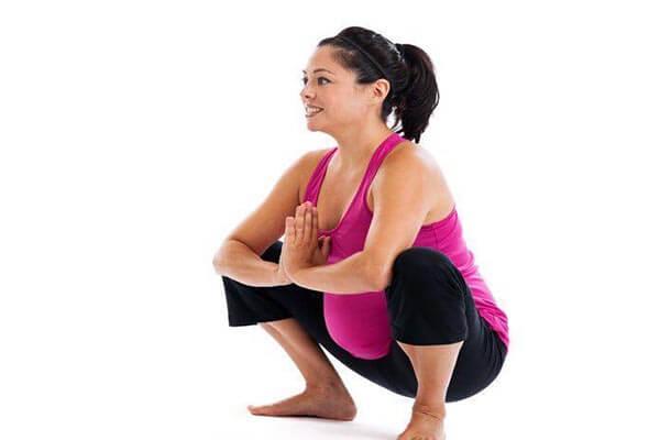 ممارسة تمارين القرفصاء للحامل